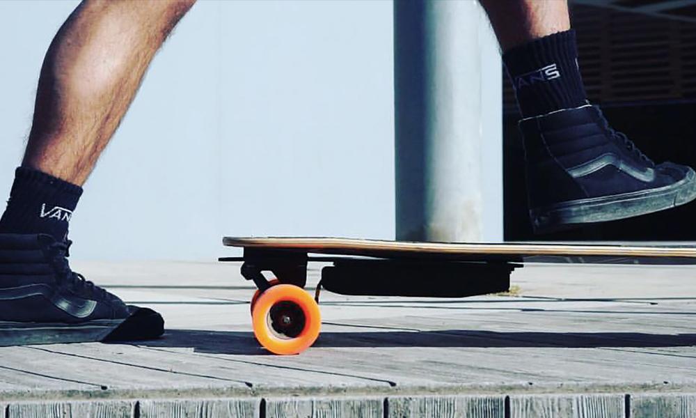 Le skate électrique, pour les feignasses