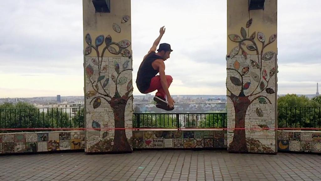 Détours - Cours de slackline sur les toits de Paris avec Manuel Herrero