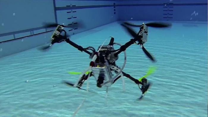 Le premier drone aérien et sous-marin