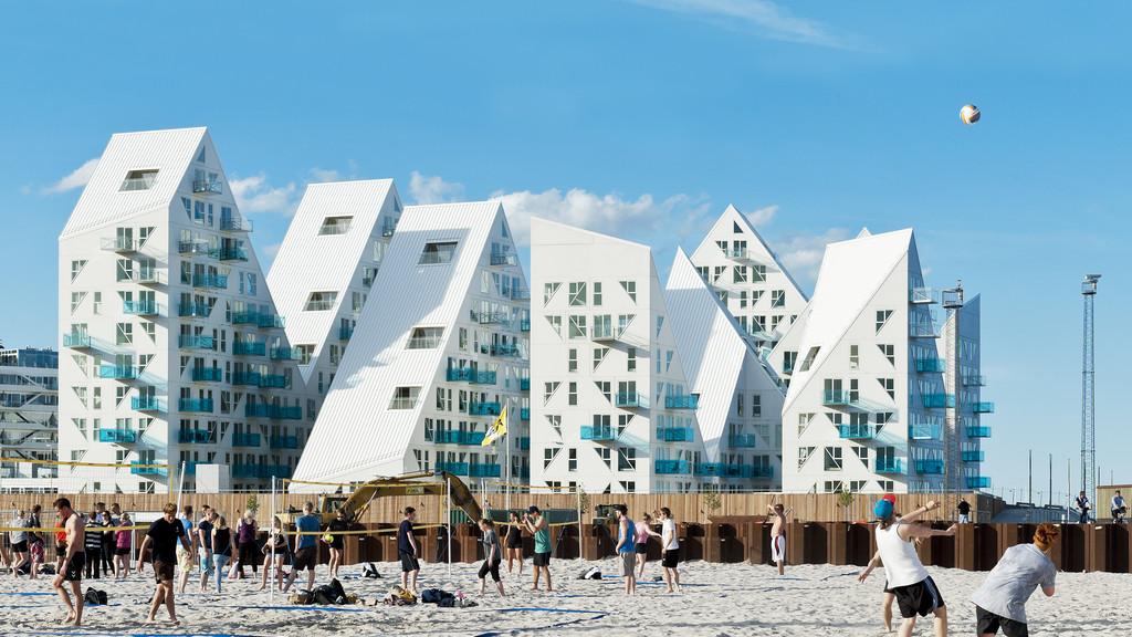 Au Danemark, un Iceberg géant posé sur le port
