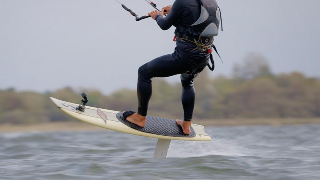 Détours - Manuel Herrero a testé pour vous le kitesurf volant !