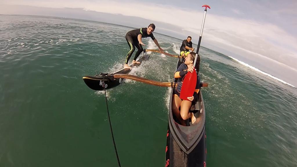 Echangez votre planche de surf contre une pirogue !