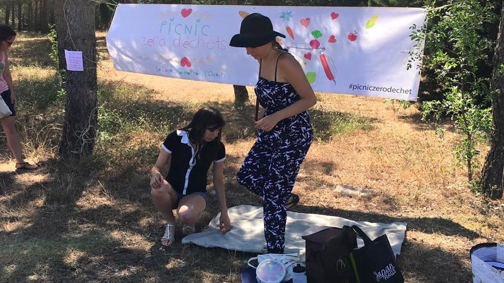 """Youtubeuse, elle organise des """"picnic zéro déchets"""""""