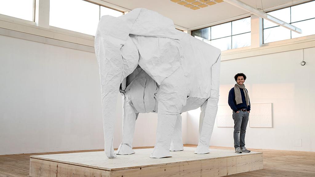 Sipho Mabona, le sculpteur d'origamis