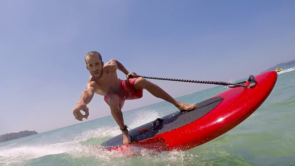 Une planche électrique pour faire du surf même sans vagues