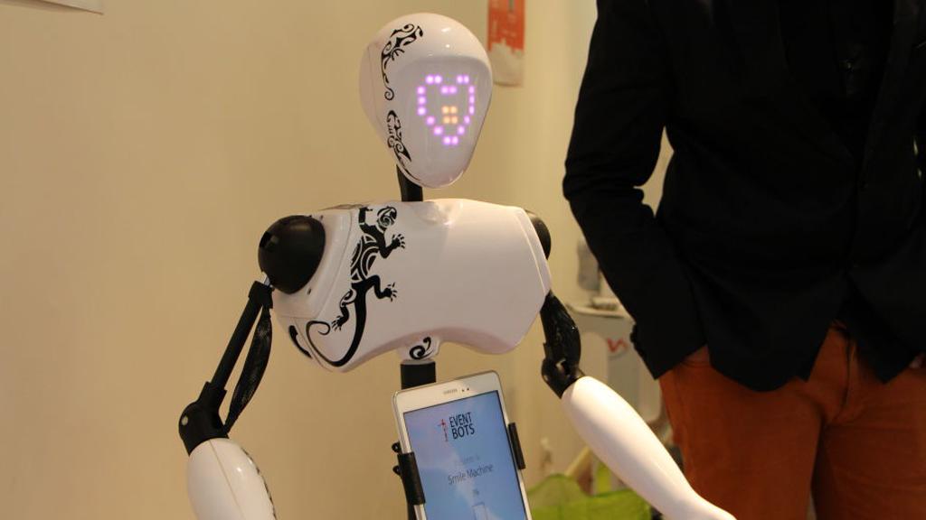 J'ai rencontré Tiki, le robot hôte d'accueil