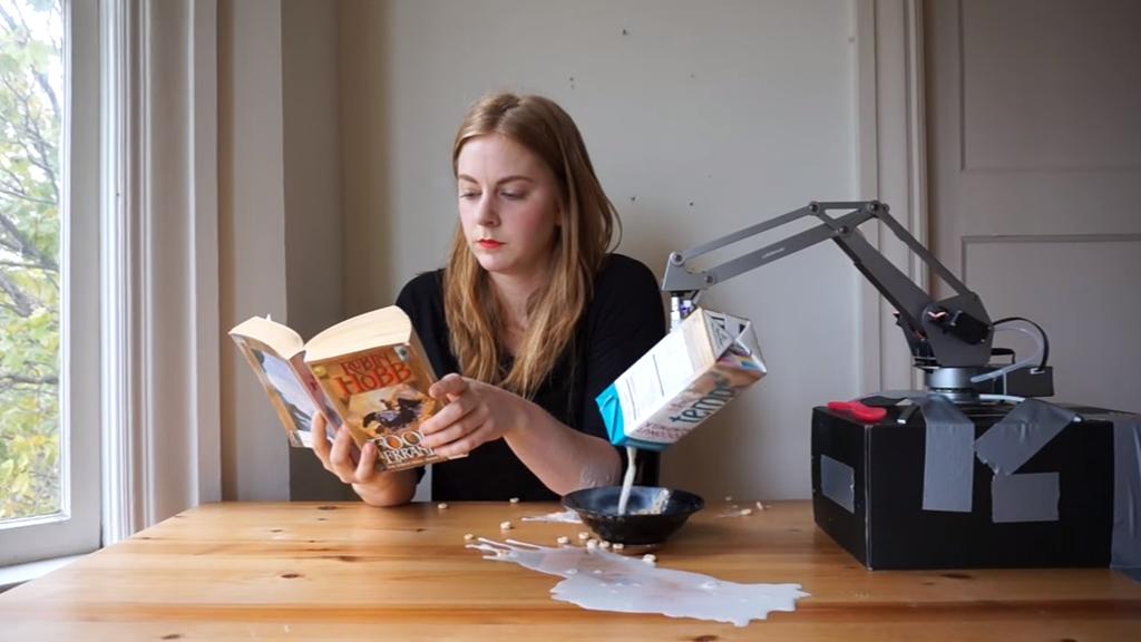 Simone Giertz, la YouTubeuse qui fabrique des robots complètement déjantés