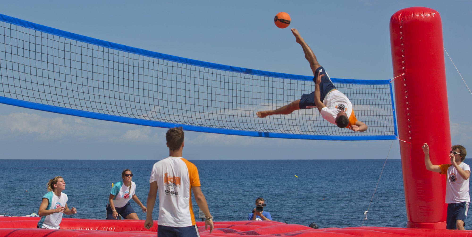 Le bossaball : mix entre trampoline et beach-volley !