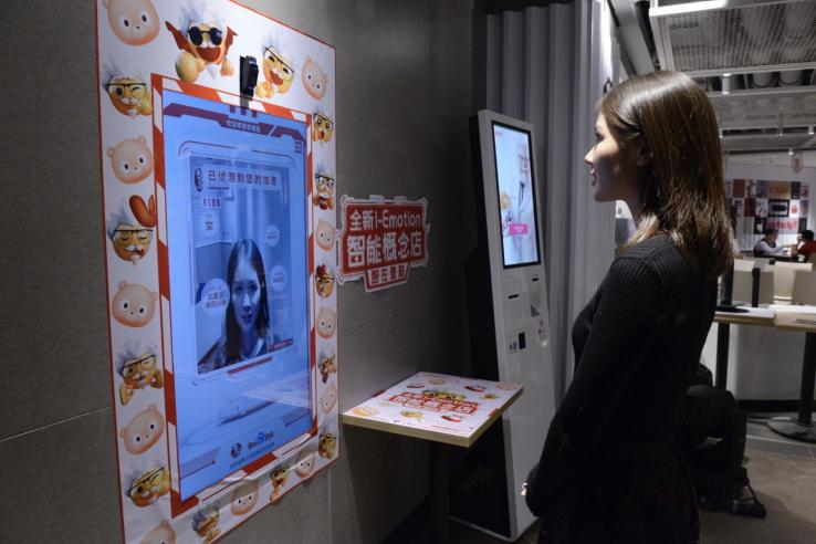 Et si une borne pouvait choisir votre repas en scannant votre visage ?