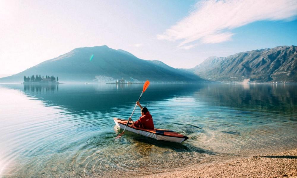 Un kayak pliable qui tient dans un sac à dos