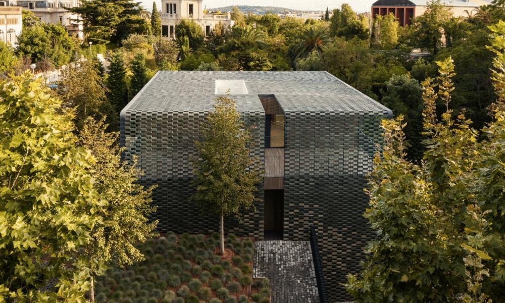 Une maison camouflage, ça vous dit?