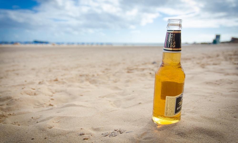 Cette benne retransforme le verre en sable pour sauver les plages