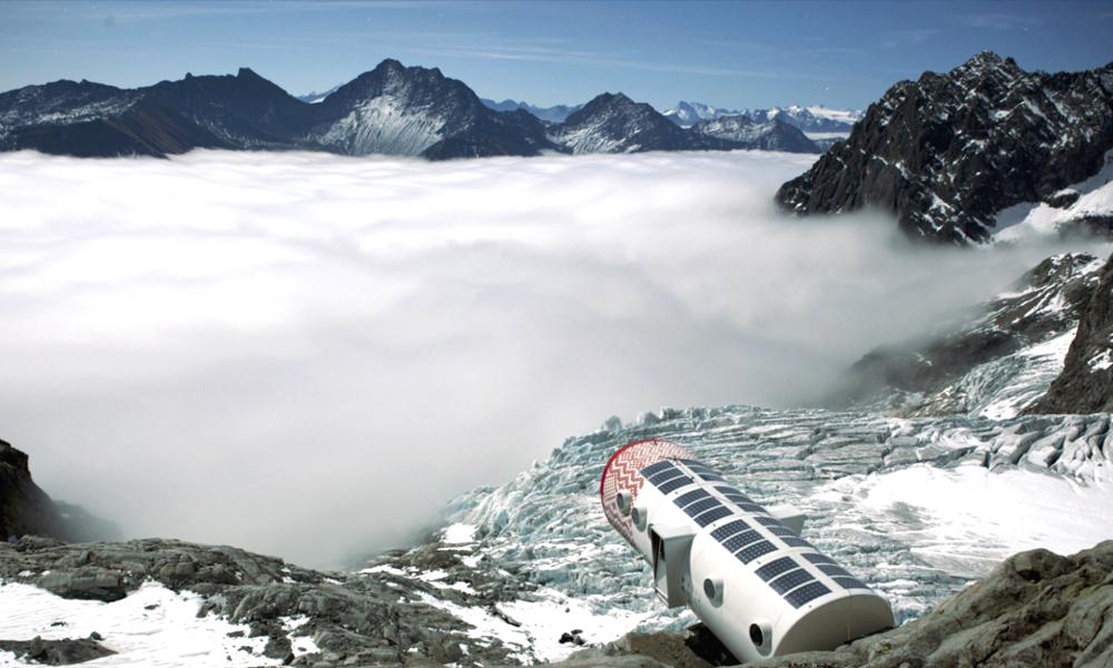 Un refuge de haute montagne high-tech