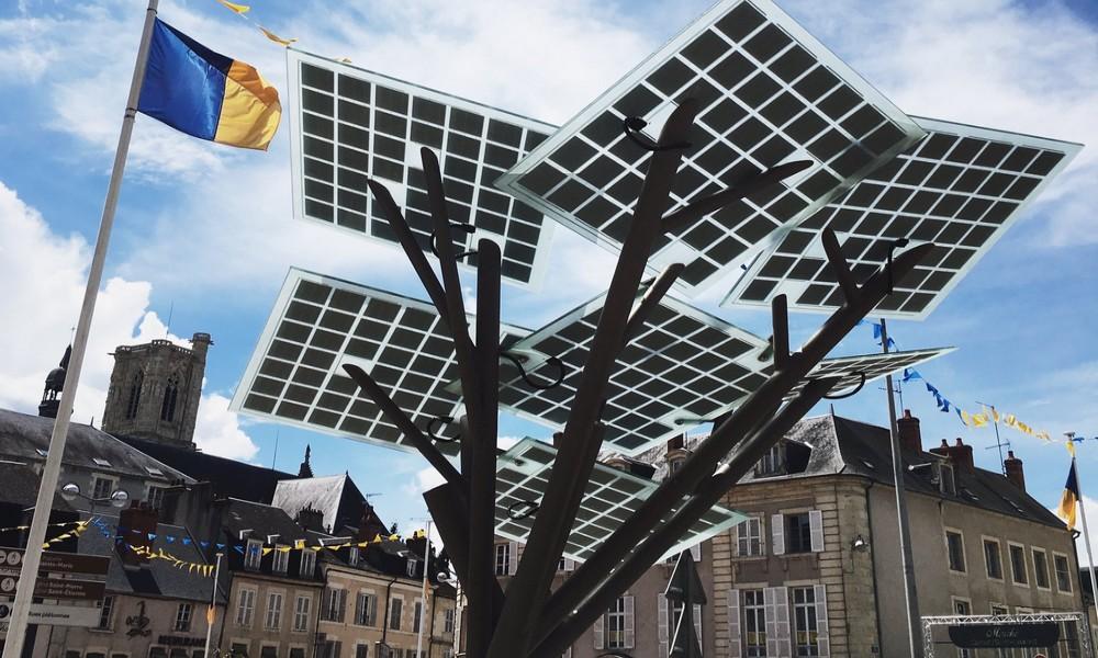 La France a planté le premier arbre photovoltaïque d'Europe