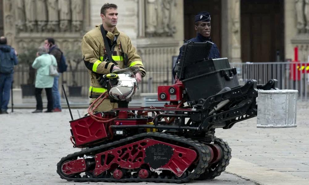 Colossus, le robot-pompier français qui a sauvé Notre Dame de Paris