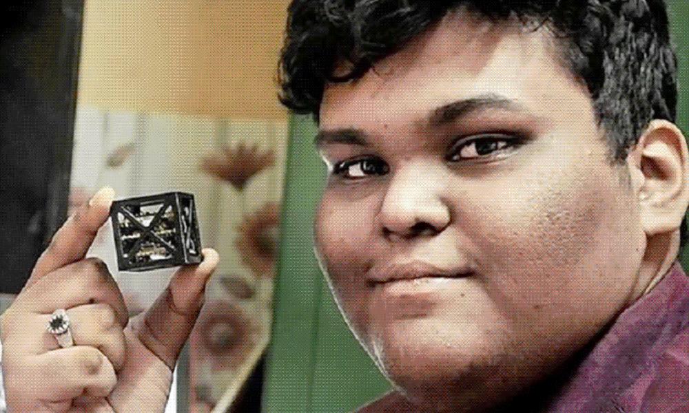 À 18 ans, il invente le plus petit satellite du monde