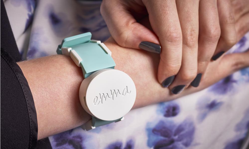 Pour aider son amie, elle invente une montre qui stoppe Parkinson