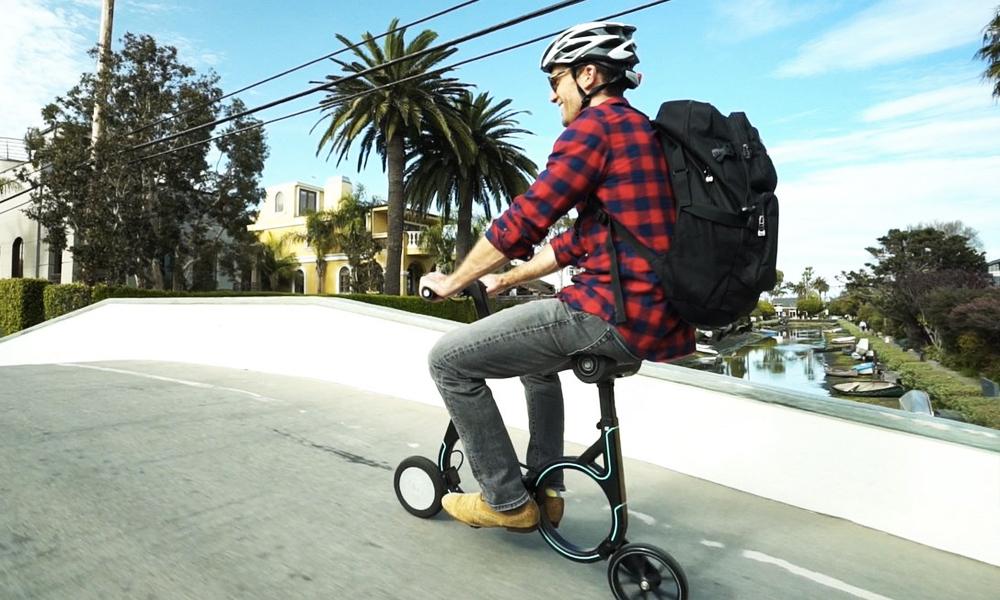 Le premier vélo électrique qui se range dans votre sac à dos