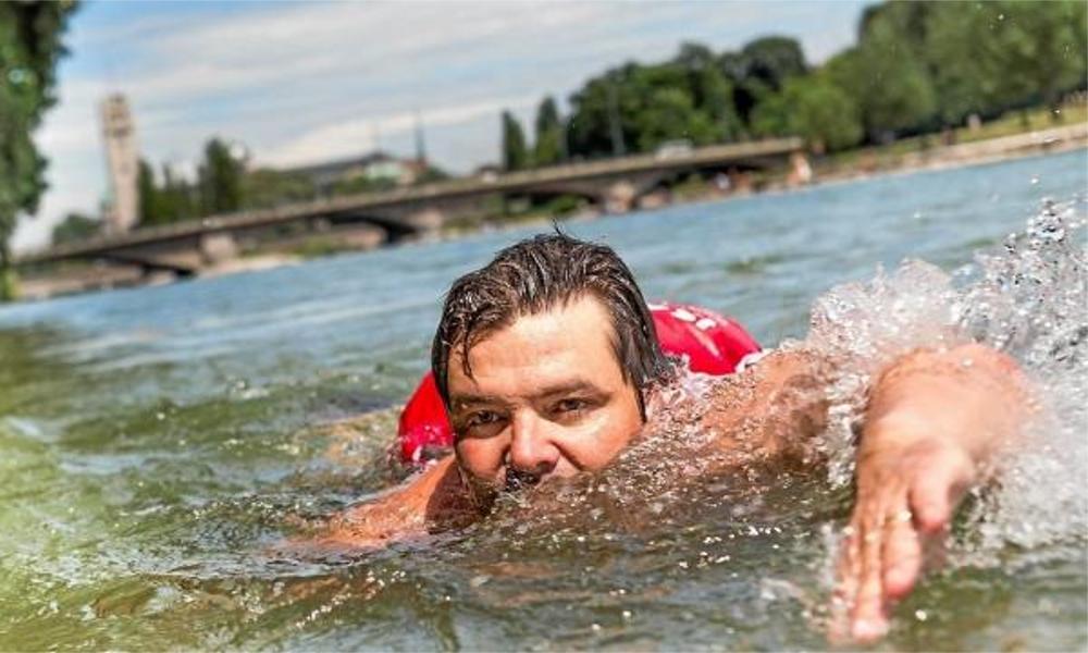 Faites comme ce Munichois, partez au bureau à la nage