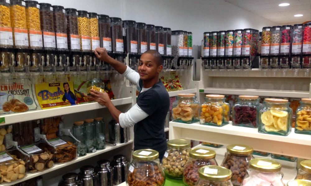 David a lancé la première chaîne française d'épiceries zéro déchet