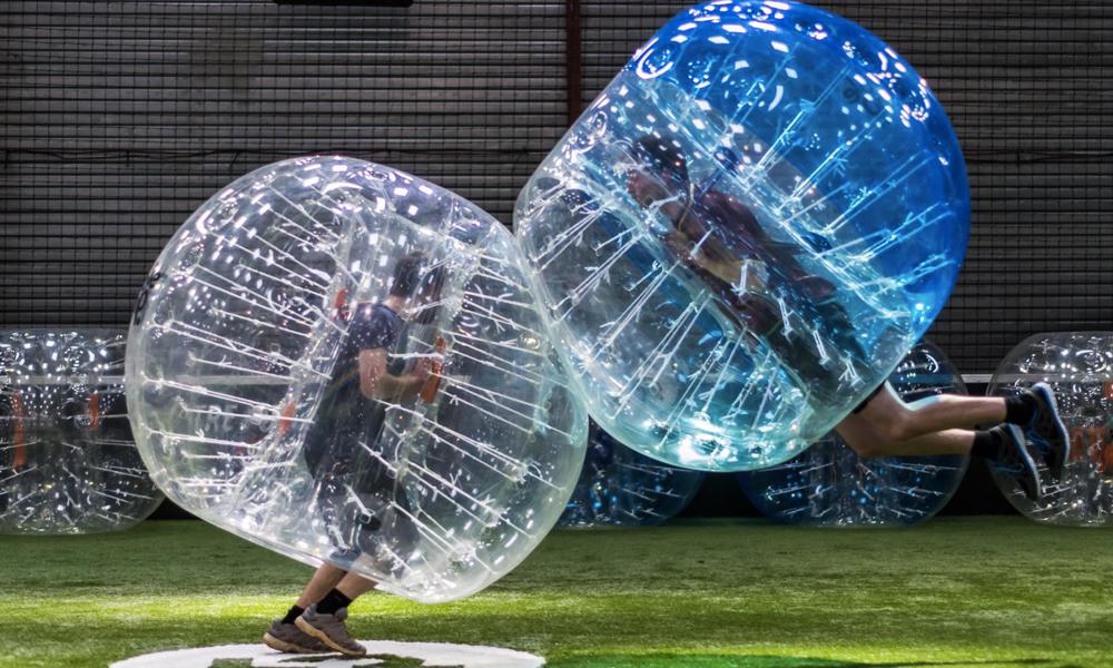 Détour par un match de foot… dans une bulle