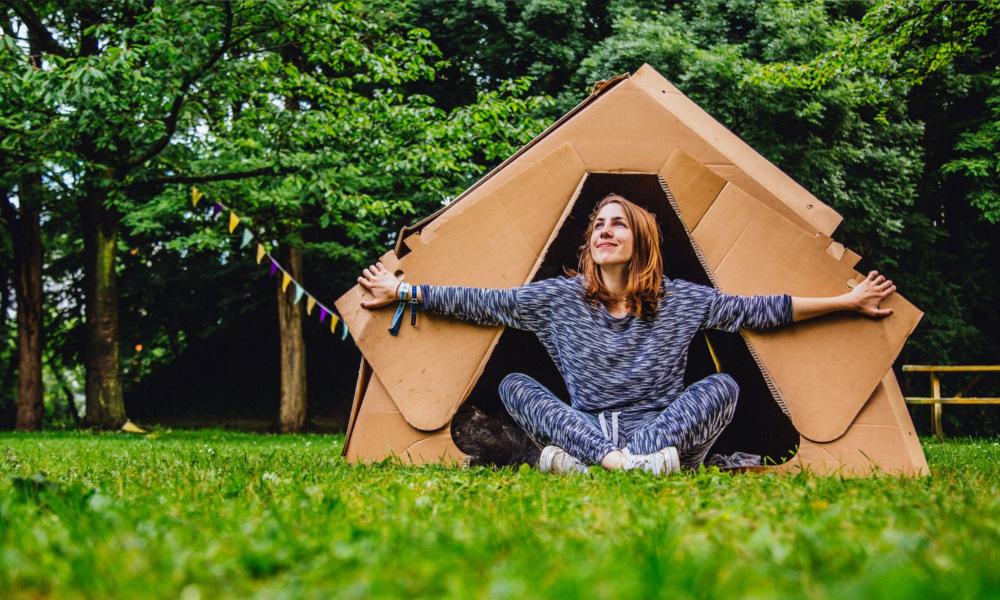Du camping moins relou grâce à cette tente jetable en carton
