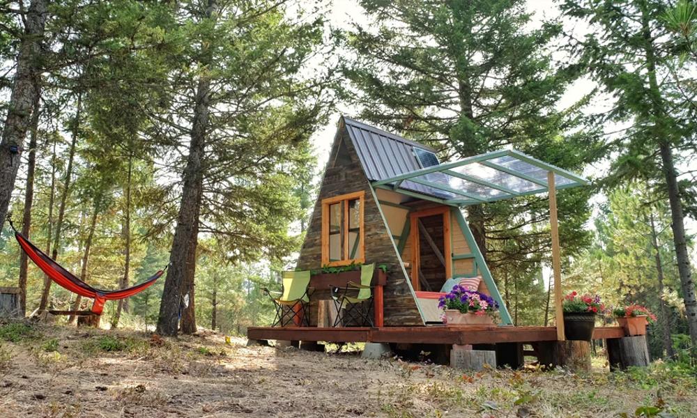Voici la maison de campagne en forme de tente
