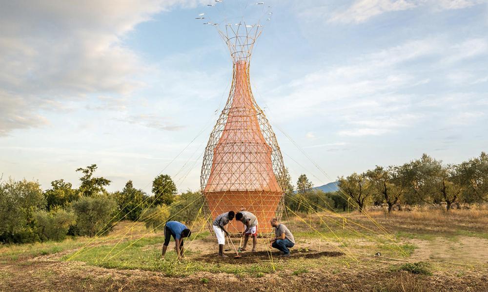 Cette tour en bambou transforme l'humidité ambiante en eau potable