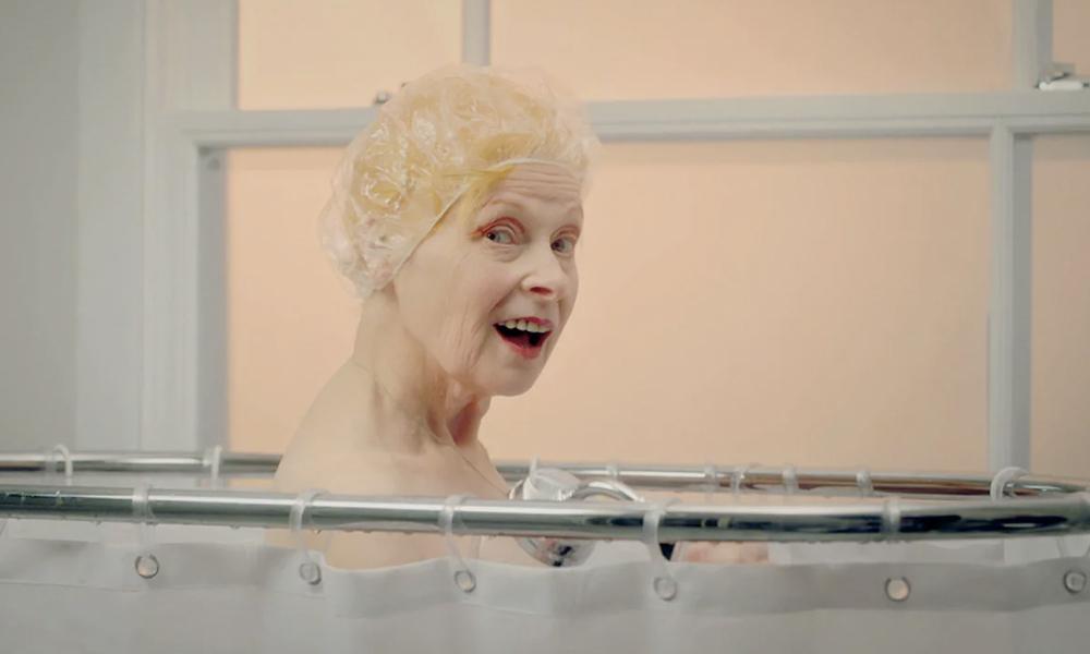 Pour bien vieillir, faites comme Vivienne Westwood : une douche par semaine