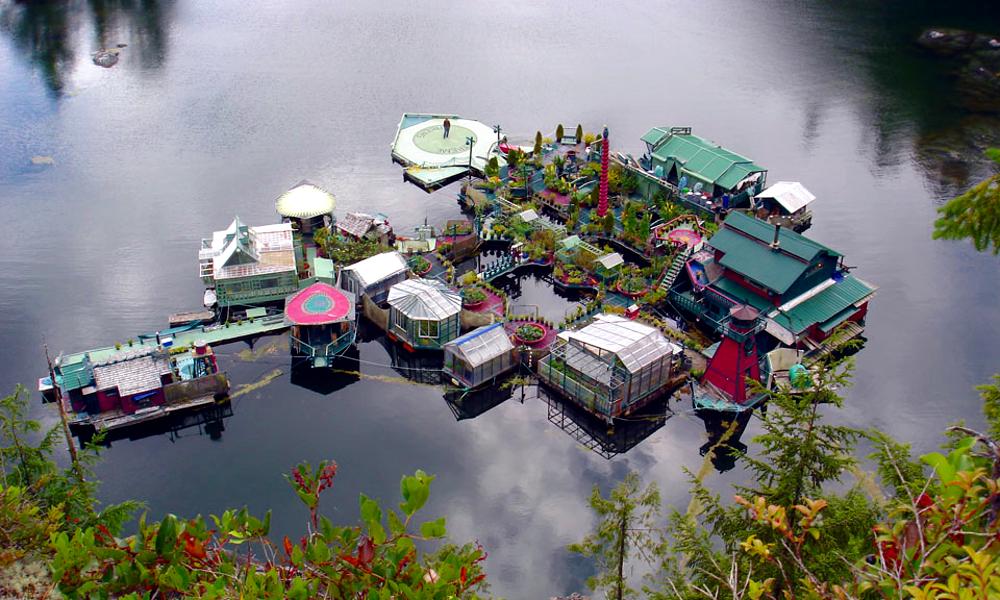 Ils ont tout plaqué pour construire une île autonome