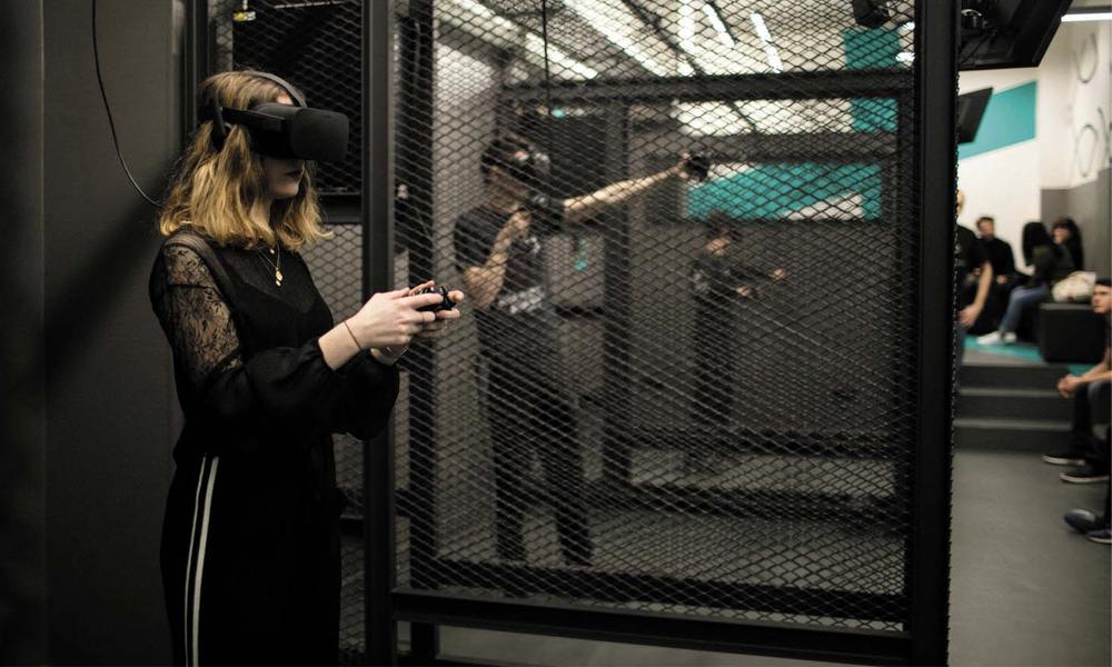 Détours par une salle d'arcade en réalité virtuelle