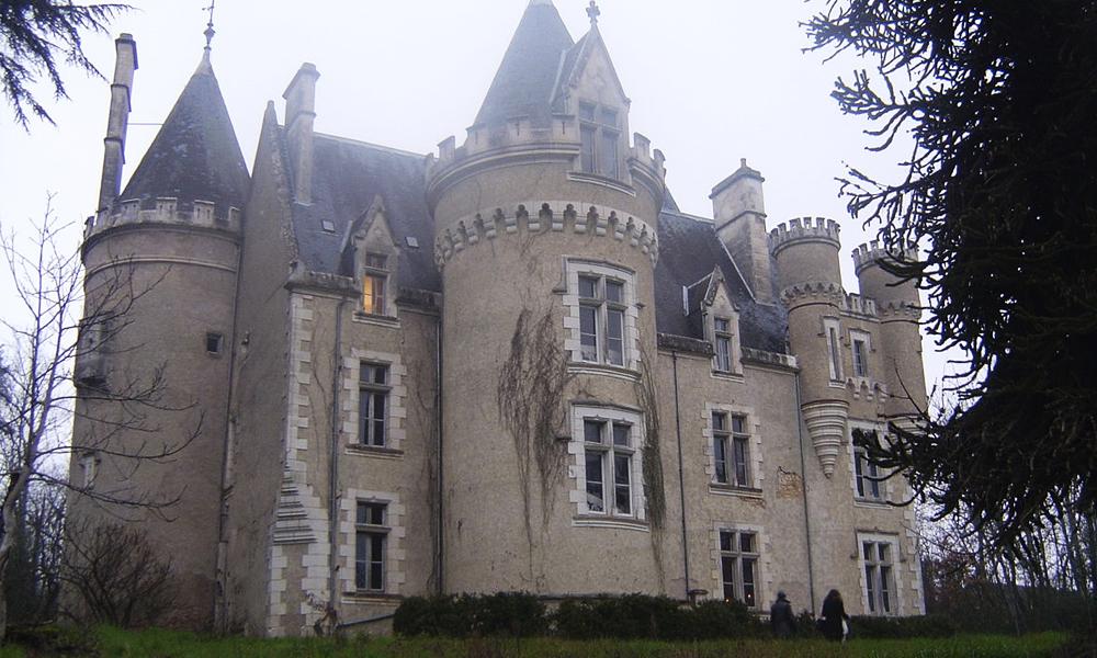 Détour par un château hanté où l'on peut dormir
