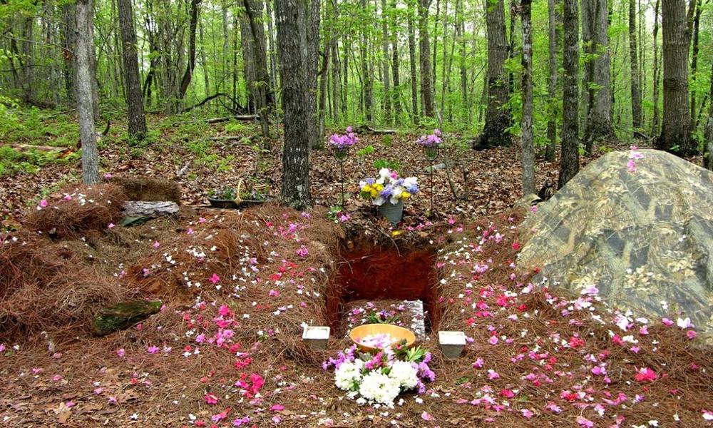 Enterrer nos morts dans la nature pourrait être un sacré cadeau pour la planète