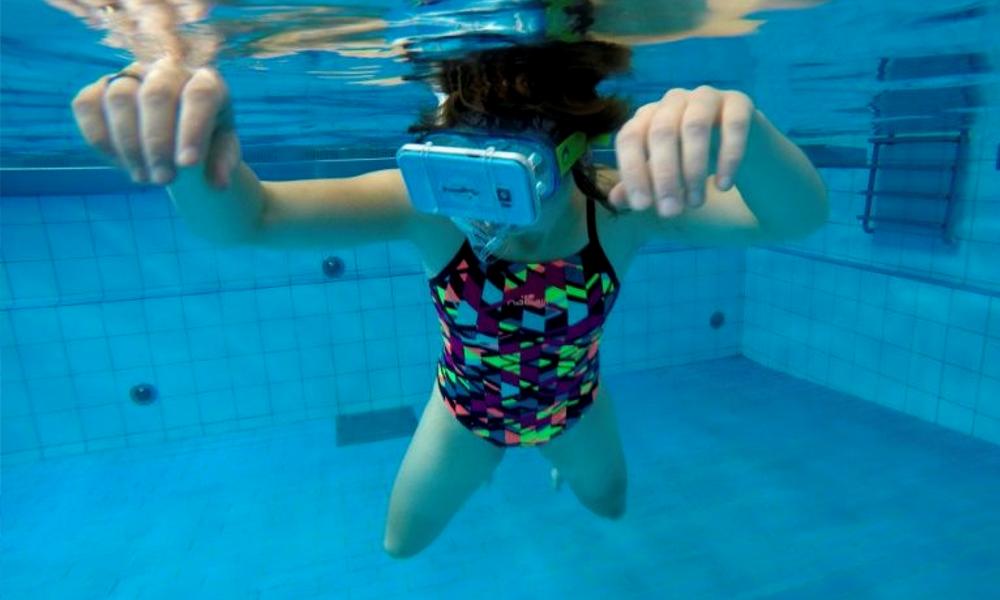 Contre le burn-out, des Néerlandais nagent avec des dauphins en réalité virtuelle