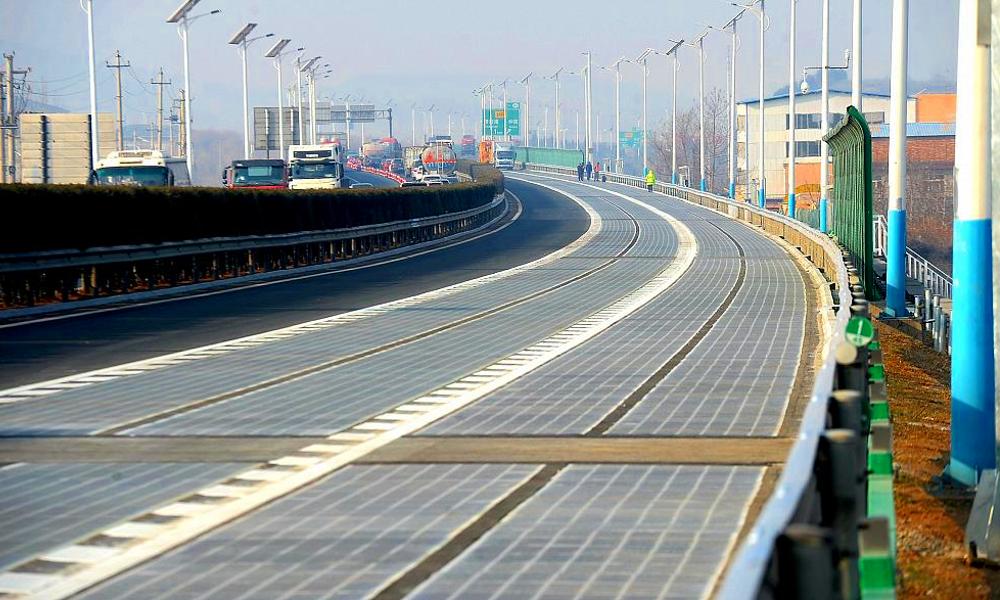 Un an après la France, la Chine inaugure sa première route solaire