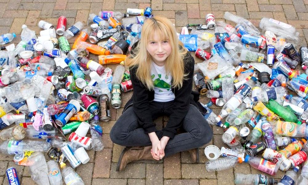 À 12 ans, elle devient la star des réseaux sociaux en ramassant les ordures