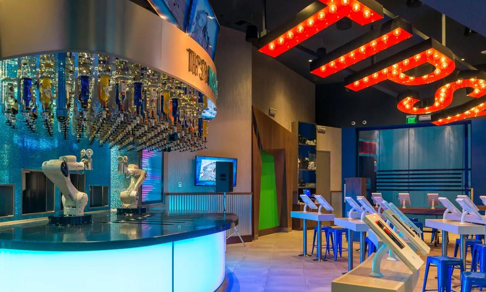 Santé ! Le premier bar géré par des robots vient d'ouvrir aux États-Unis
