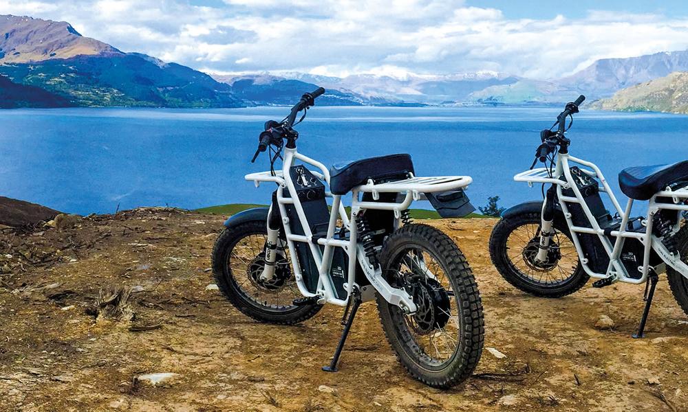 Cette moto électrique tout-terrain et multifonction va devenir notre meilleure amie