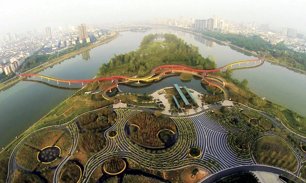 """Pour limiter les inondations, Shanghai devient une """"ville-éponge"""" végétale"""