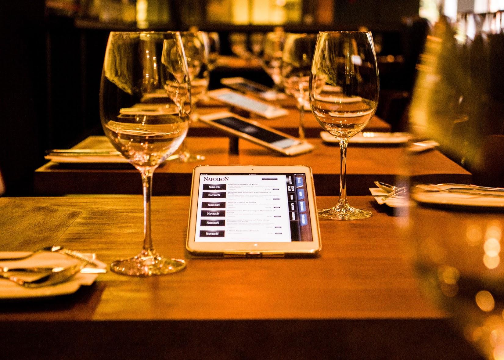 Finies les cartes en papier, bienvenue au menu sur tablette connectée