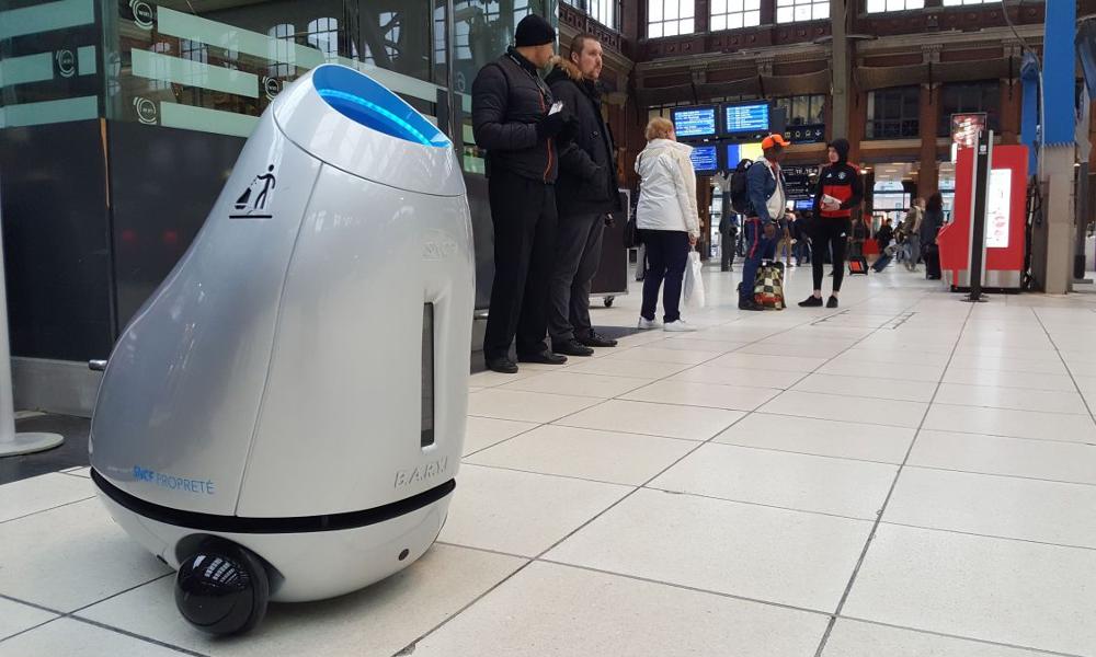 Qui es-tu Baryl, petit robot-poubelle qui nettoie la gare de Lille ?