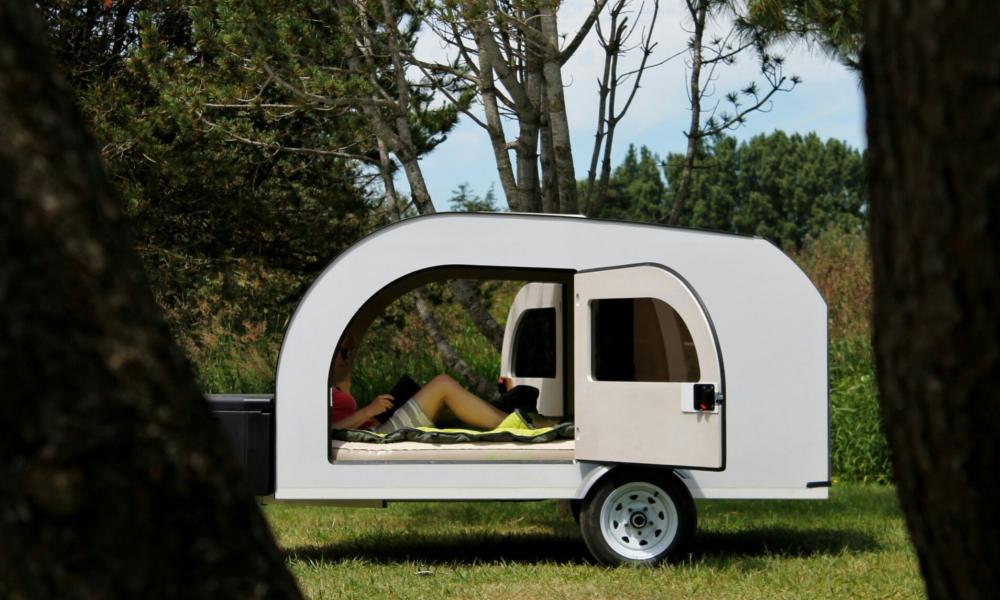 Vivre au plus près de la nature dans cette mini-caravane en forme de tente