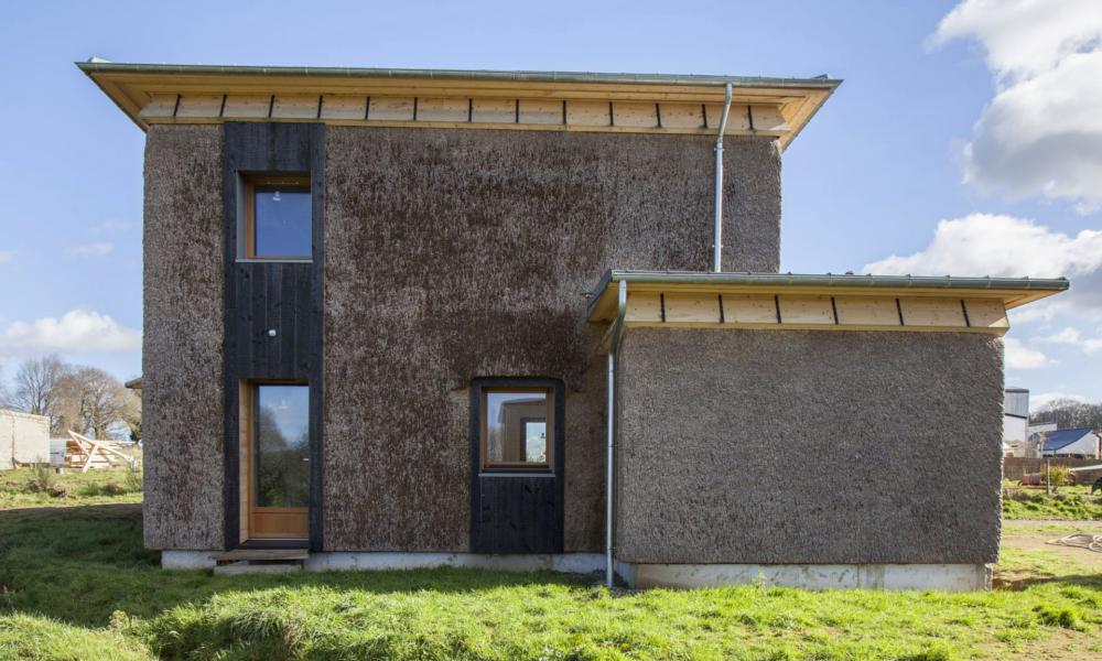 Made in Bretagne : une maison écolo et en roseau qui dure 80 ans