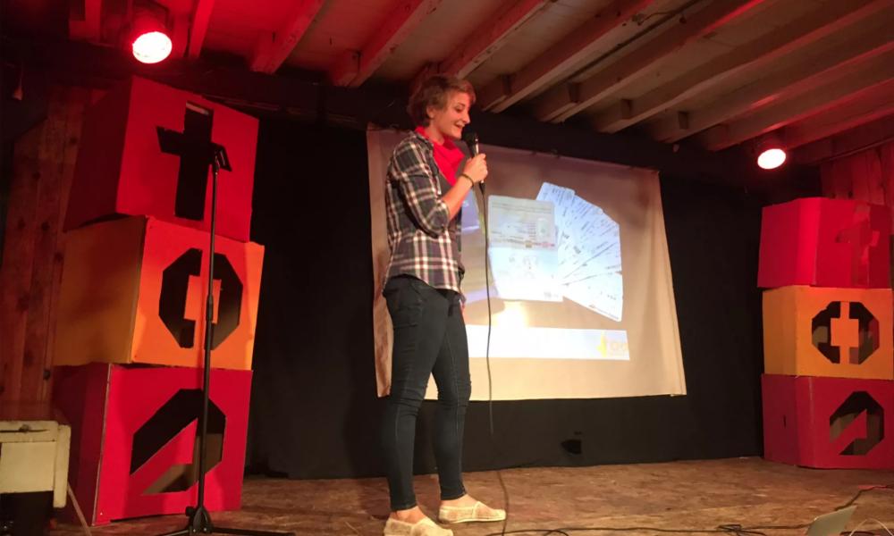 Tendance 2018 : raconter ses voyages en 6 minutes face à un public