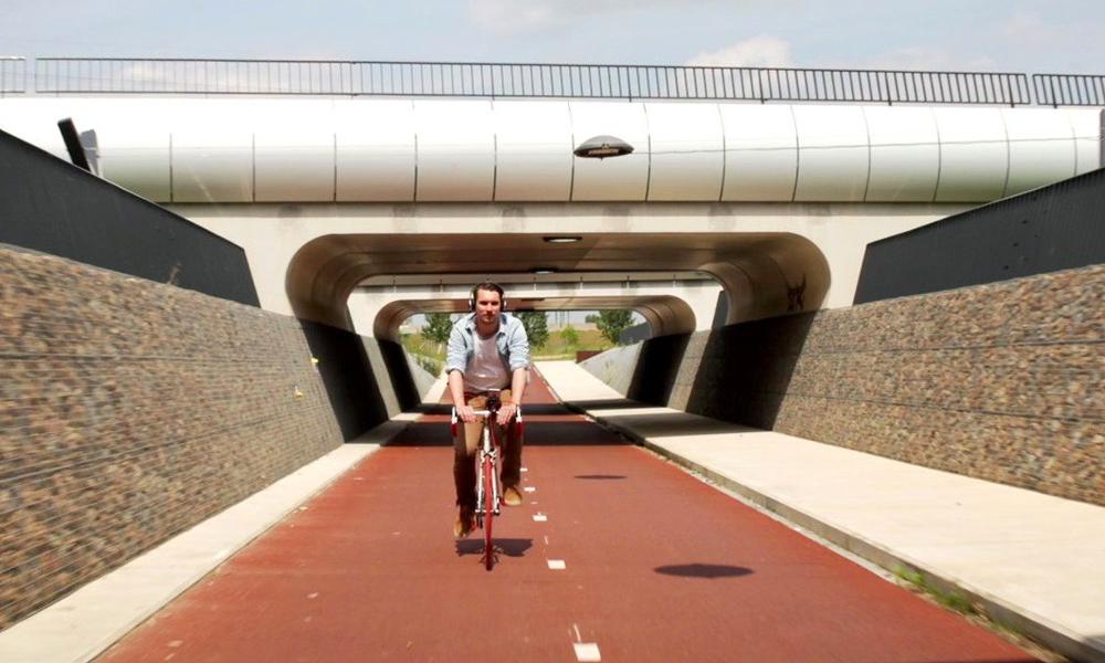 """Les Pays-Bas inventent la """"vélo-toroute"""""""