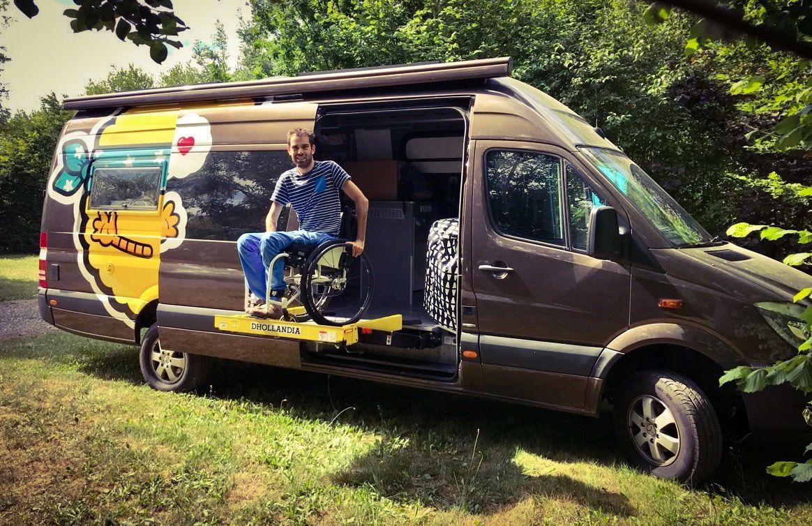 25 000 km en fauteuil roulant pour changer notre regard sur le handicap