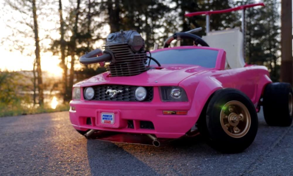 """Tuto : comment transformer une voiture Barbie en bolide de """"Fast & Furious"""""""