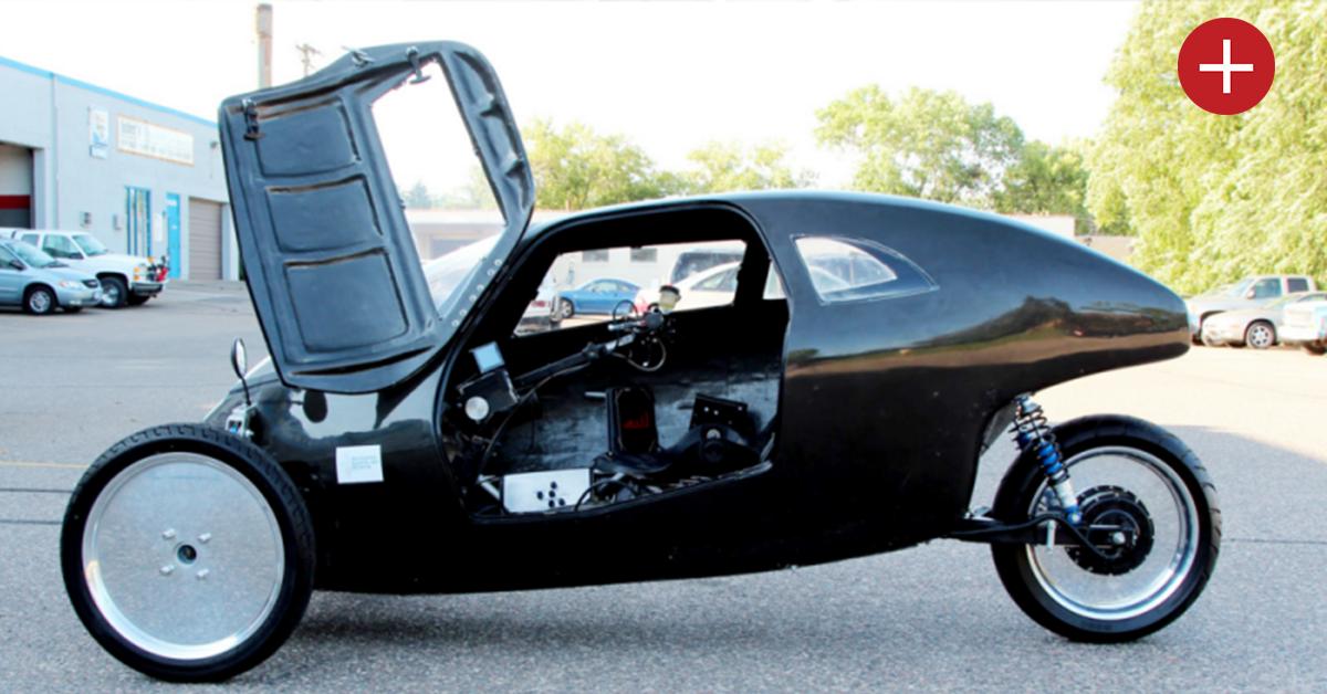 Cette voiture électrique roule à 140 km/h et se recharge en pédalant
