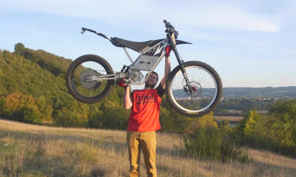 Elle pèse 42 kg, voici la première moto électrique portable au monde
