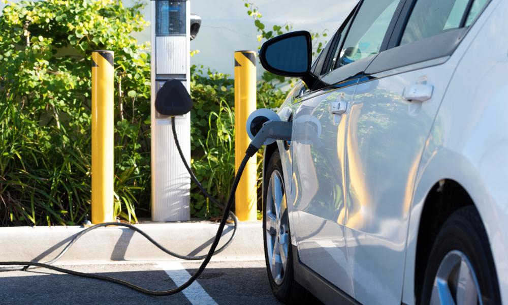 En France, 100 000 stations de recharge électrique d'ici 2022